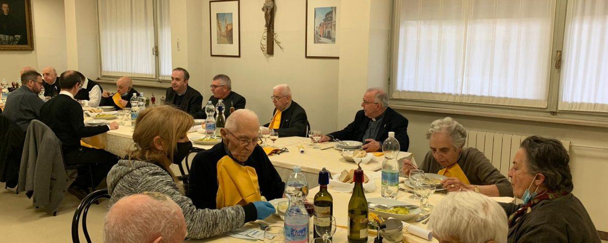 Monsignor-Cevolotto-a-pranzo-alla-Residenza-Cerati