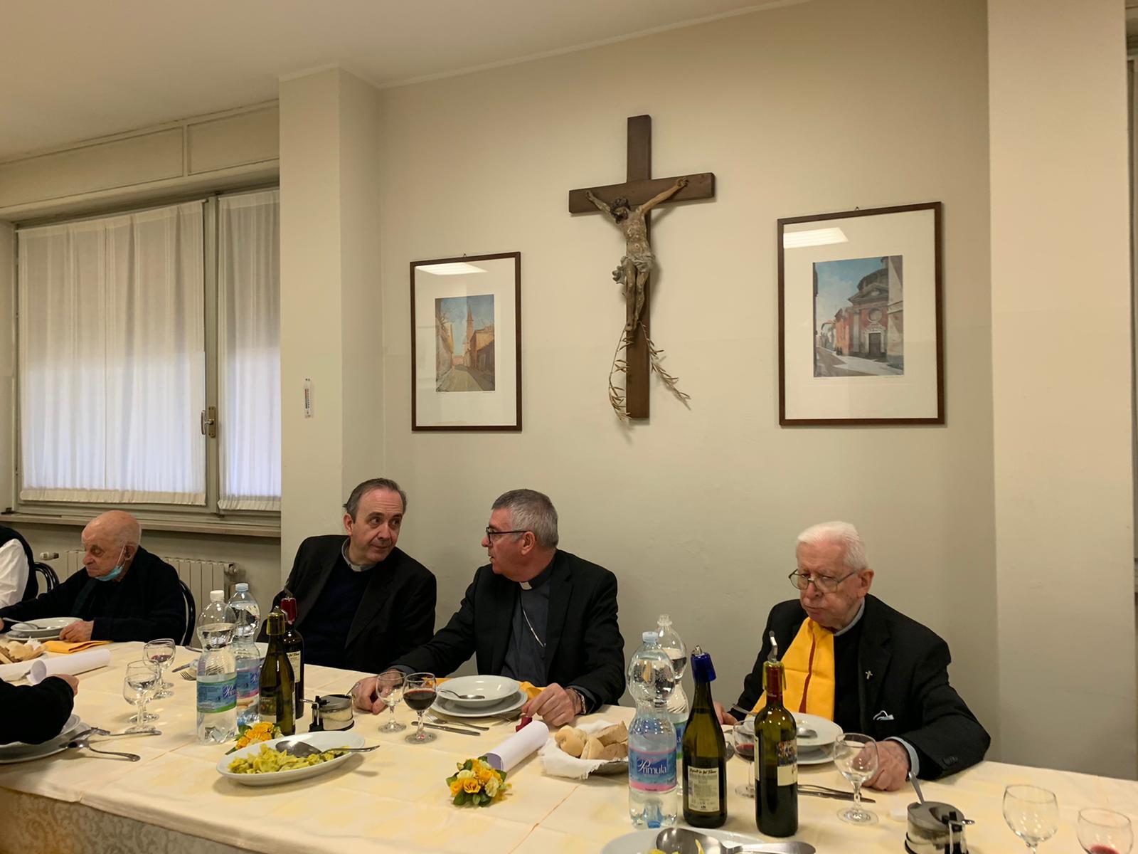 Monsignor-Cevolotto-pranzo-Residenza-Cerati